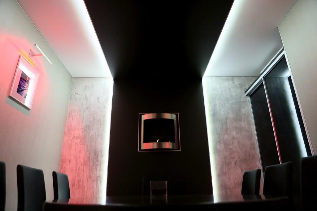 Дизайн интерьера VIP-зала кафе. Материал на стене: Archi+Concrete от Novacolor (имитация бетона)