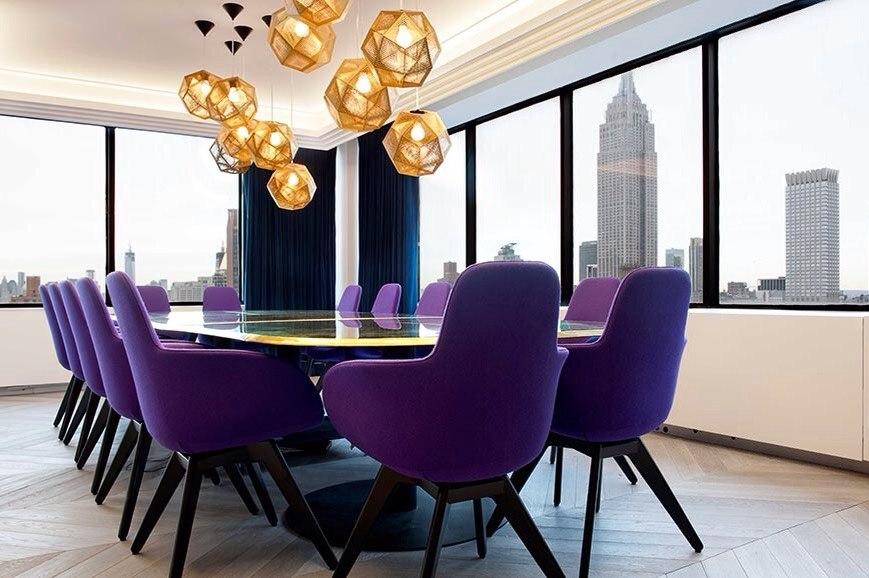 Дизайн интерьера офиса с яркими акцентами