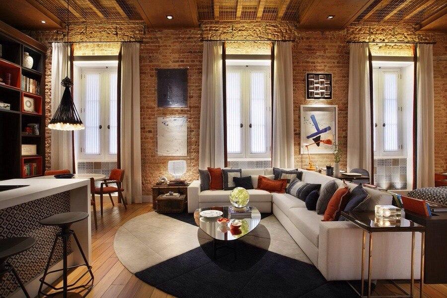 Лофт так же может быть довольно уютным, если соединить теплые оттенки отделки и текстиля, добавить мягкое освещение и текстиль.