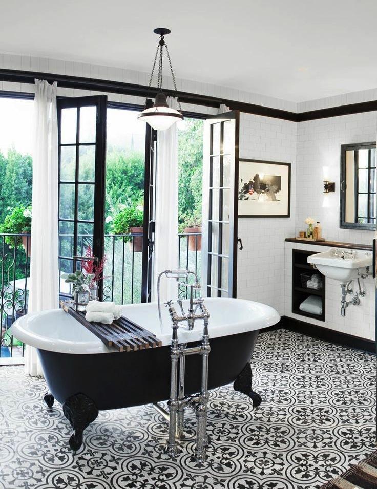 Метлахская плитка в ванной -  отличное решение.