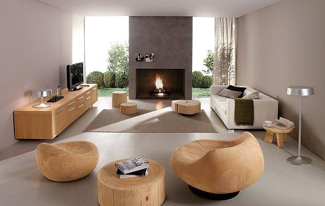 Деревянные пни в качестве кофейного и журнального столиков, а так же места для сидения