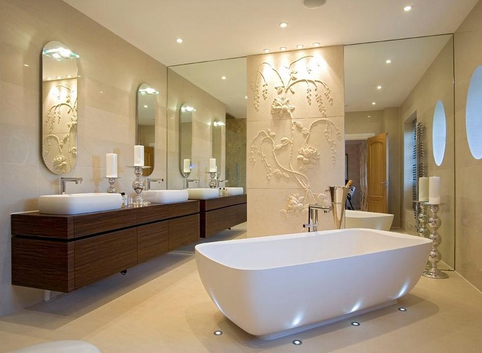 Дизайн интерьера ванной комнаты с элементами барельефа