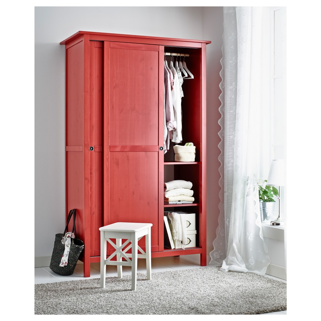 red-store-interior-design