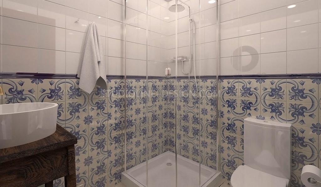 Сине-белая облицовочная плитка напоминает традиционные орнаменты майолики и азулежу